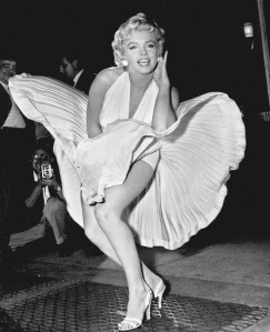 """Marilyn Monroe poses over the updraft of New York subway grating while in character for the filming of  """" The Seven Year Itch """" / """" La tentacion vive arriba """" ; in Manhattan on September 15, 1954."""