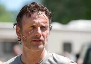 the-walking-dead-episode-601-rick-lincoln-bandage-935